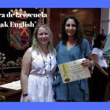 """Emoción en la clausura en la escuela """"Speak English""""."""