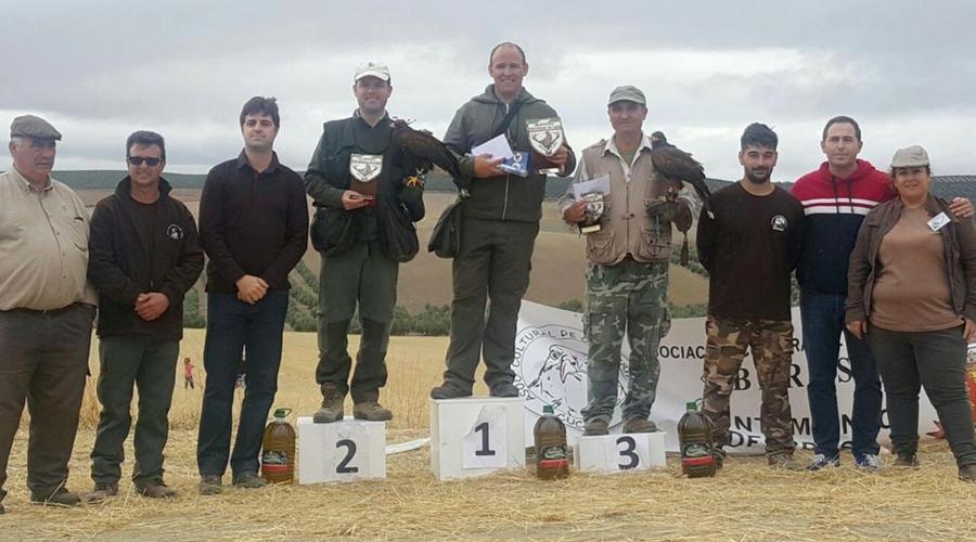 El joven Arjonero José Javier Sarrión Jiménez se proclama campeón provincial de cetrería en la modalidad de vuelo bajo con águila harrys.