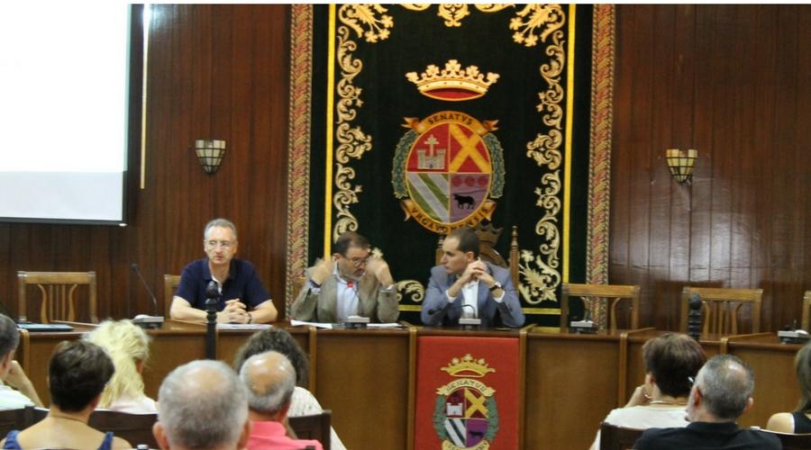 La Junta de Andalucía informa en Arjona sobre el plan de fomento de vivienda para personas mayores y  con discapacidad