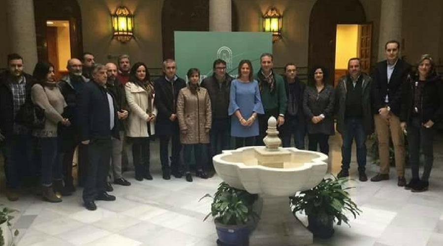 El alcalde Juan Latorre asistió en la capital a la presentación de la Escuela Taller de Jardinería de Arjona.