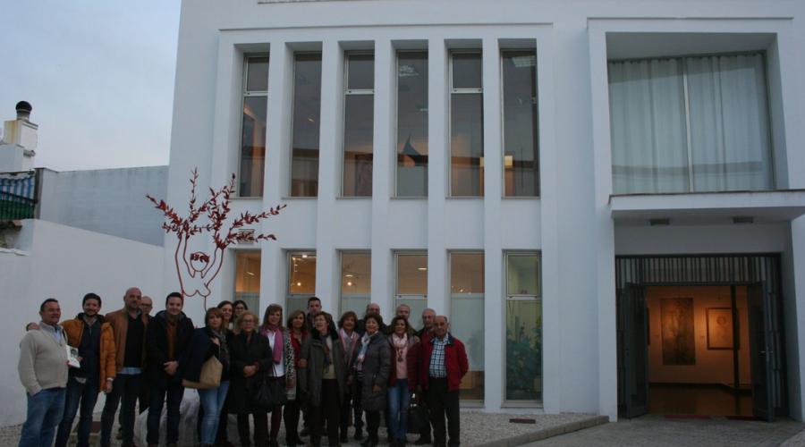 """El alumnado de """"Entender el arte"""" visita el museo """"Mayte Spínola"""""""
