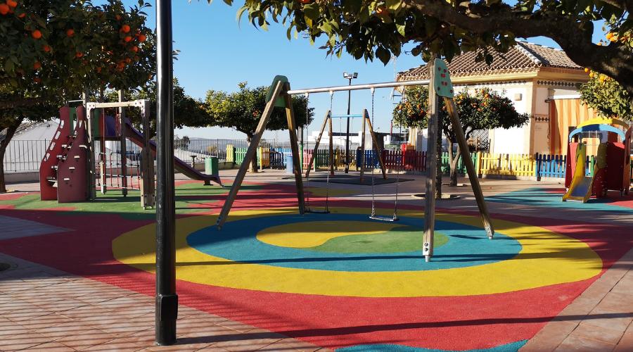 Tres parques infantiles, acondicionados.